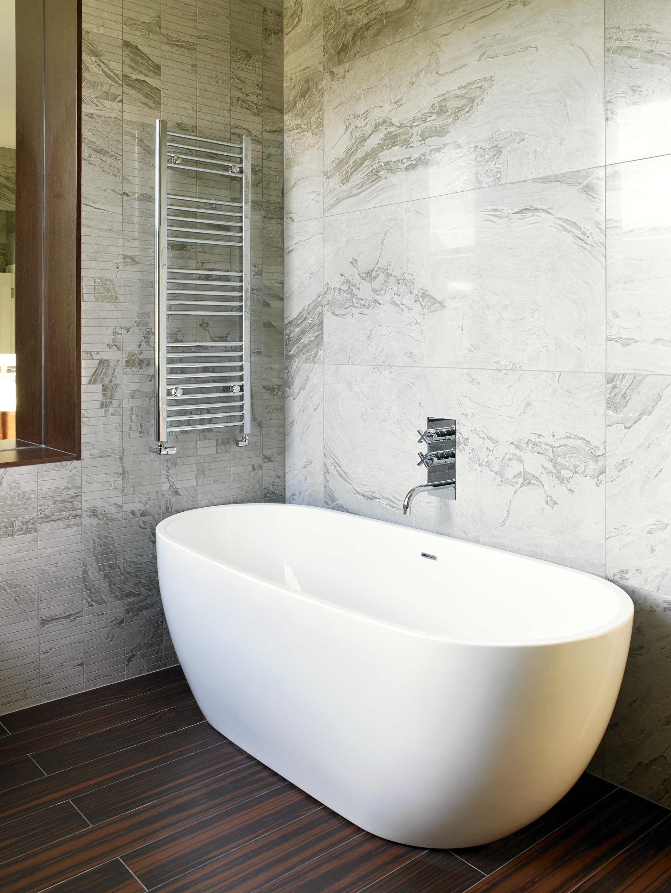 Freestanding bath feature